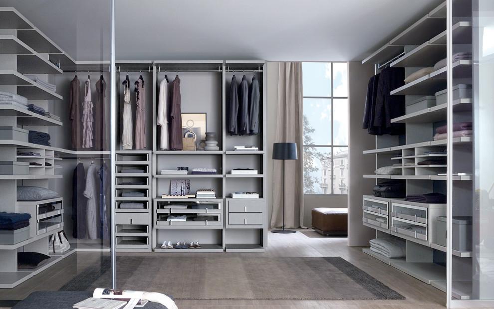 Идеальный гардероб: что важно учитывать при комплектации шкафа для него и для неё