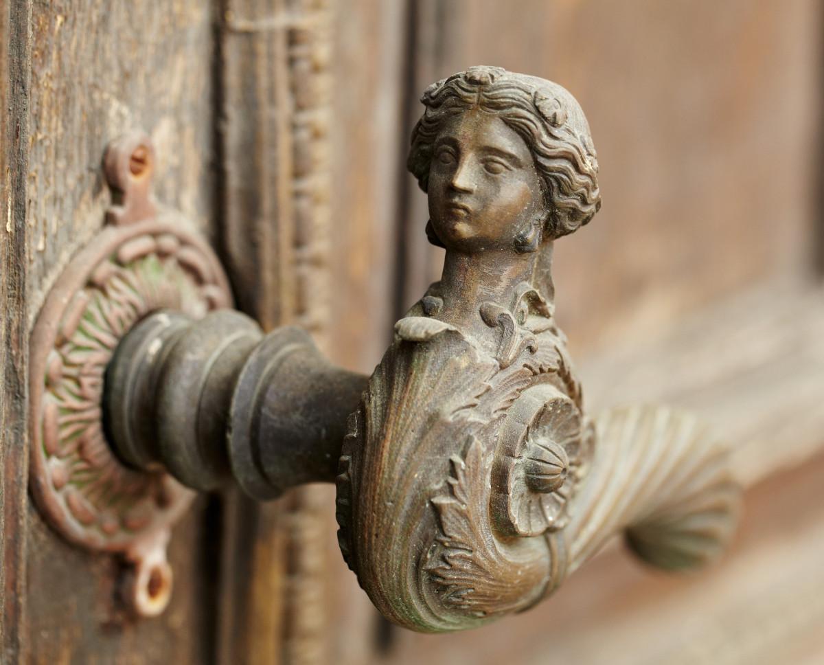 28 необычных дверных ручек