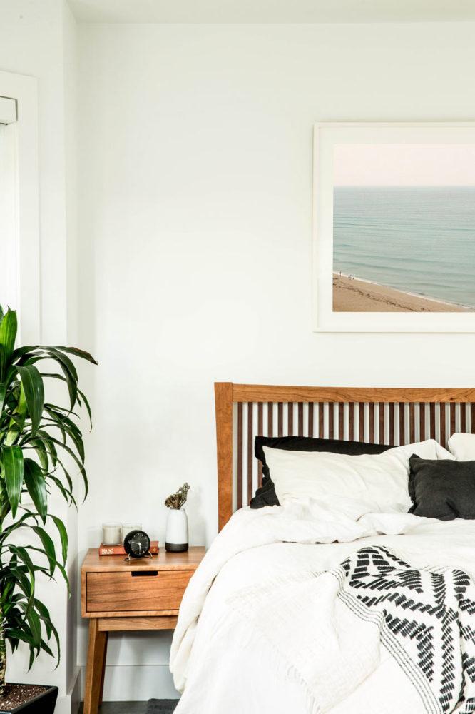 Спальня в  цветах:   Белый, Светло-серый.  Спальня в  стиле:   Скандинавский.