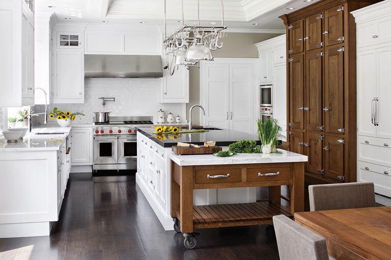Кухня/столовая в  цветах:   Белый, Коричневый, Светло-серый, Серый, Темно-коричневый.  Кухня/столовая в  стиле:   Американский стиль.