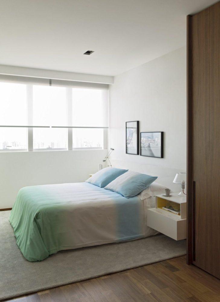 Спальня в  цветах:   Белый, Коричневый, Светло-серый, Серый, Темно-коричневый.  Спальня в  стиле:   Минимализм.
