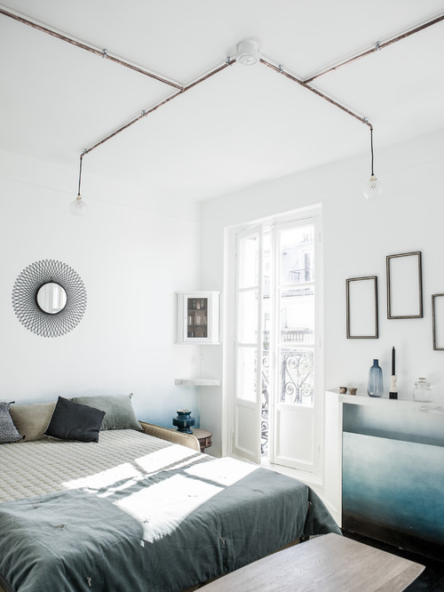 Спальня в  цветах:   Белый, Светло-серый, Серый.  Спальня в  стиле:   Минимализм.