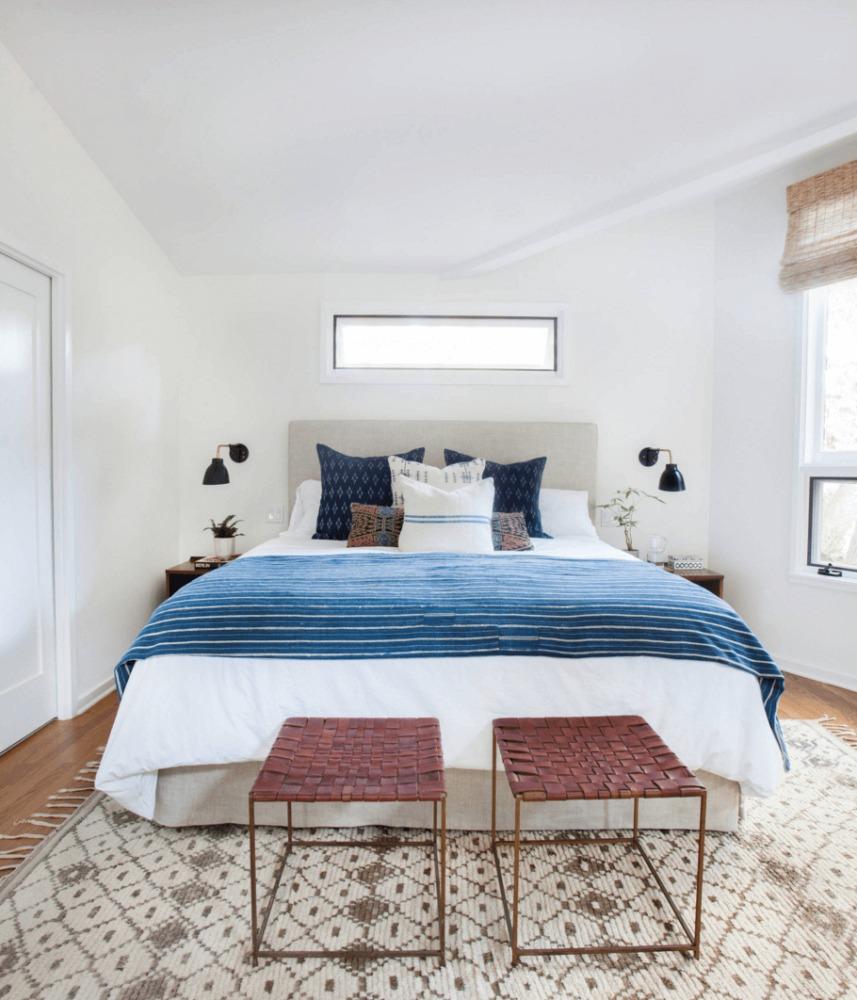 Спальня в  цветах:   Бежевый, Светло-серый.  Спальня в  стиле:   Минимализм.