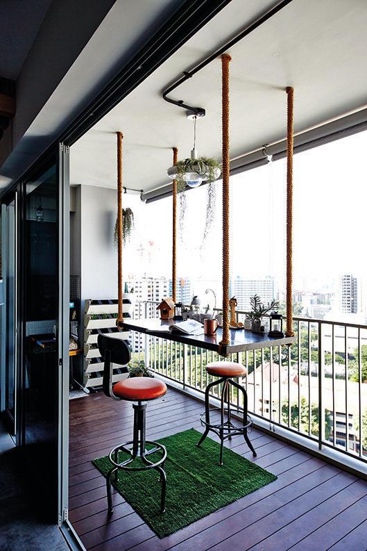 Балкон в  цветах:   Белый, Светло-серый, Серый, Черный.  Балкон в  стиле:   Минимализм.