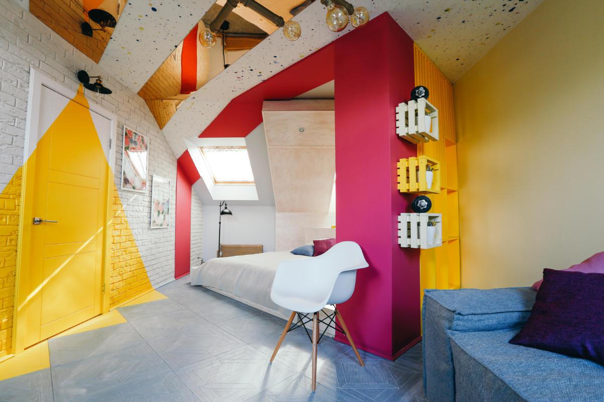 Спальня в  цветах:   Бежевый, Бордовый, Желтый, Коричневый, Светло-серый.  Спальня в  стиле:   Эклектика.