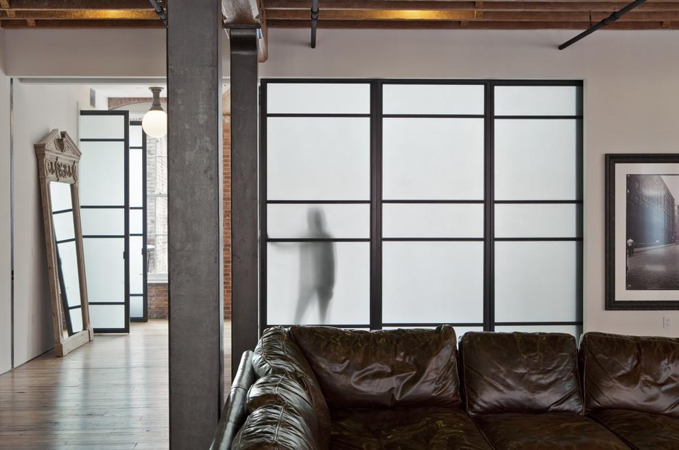 Что делать с несущими колоннами в интерьере: 4 варианта дизайн-решения