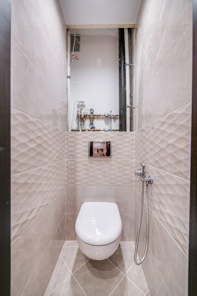 Туалет в  цветах:   Бежевый, Светло-серый, Серый.  Туалет в  стиле:   Минимализм.