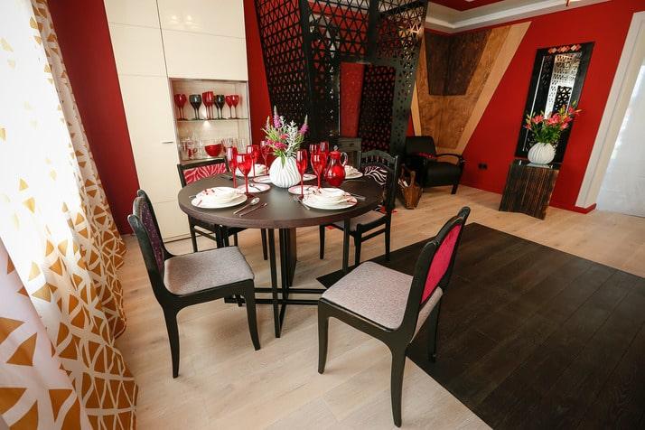 Кухня/столовая в  цветах:   Бежевый, Бордовый, Светло-серый, Темно-коричневый, Черный.  Кухня/столовая в  стиле:   Минимализм.