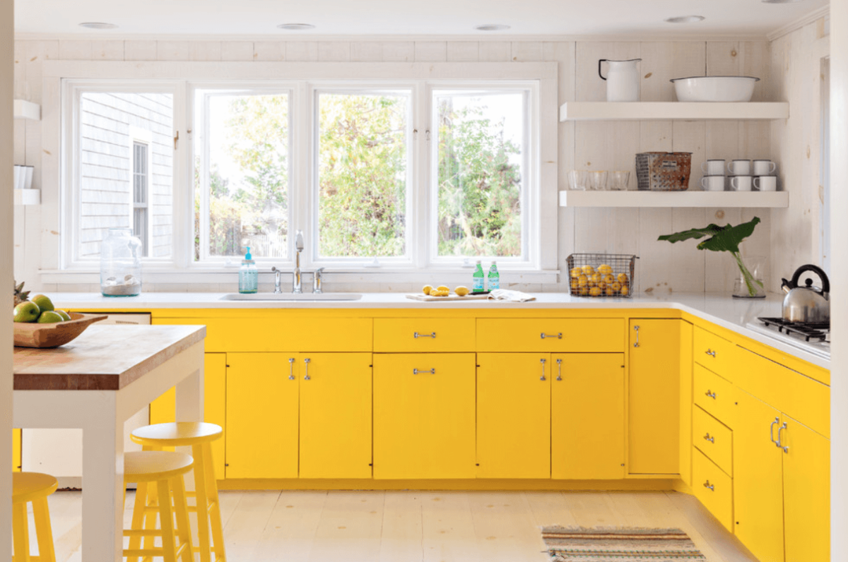 Кухня/столовая в  цветах:   Бежевый, Белый, Желтый, Светло-серый.  Кухня/столовая в  стиле:   Скандинавский.