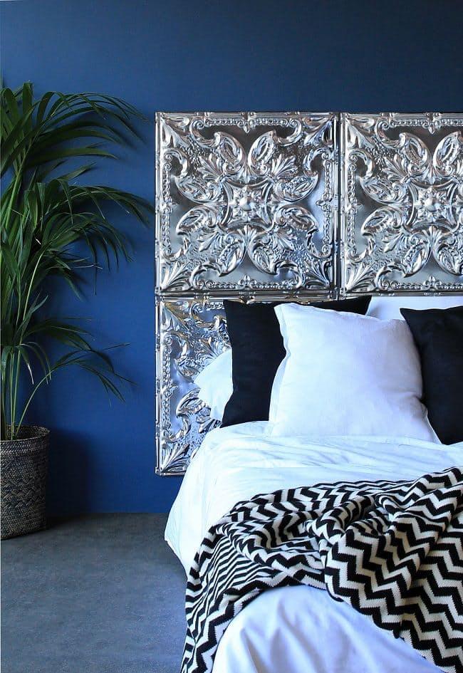 Спальня в  цветах:   Светло-серый, Серый, Синий, Фиолетовый, Черный.  Спальня в  стиле:   Минимализм.