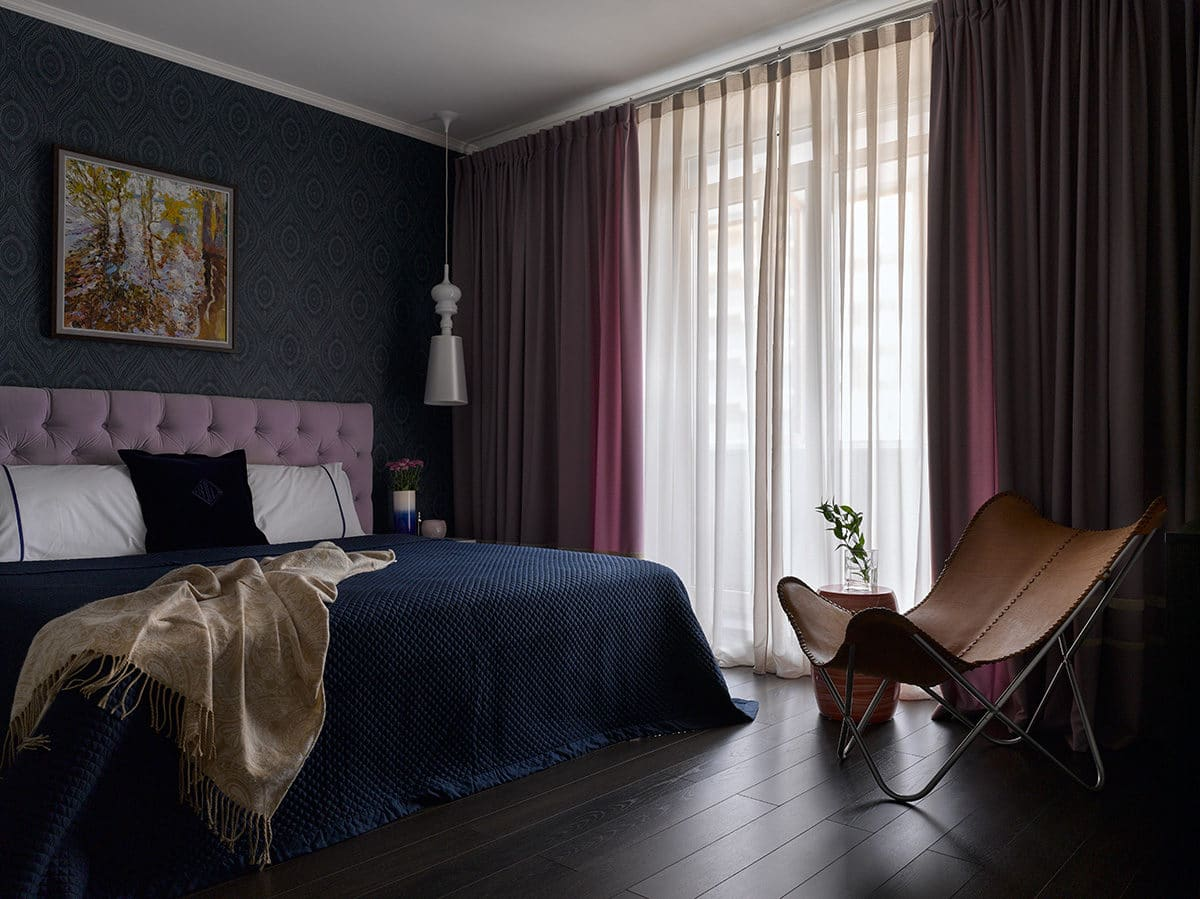 Спальня в  цветах:   Светло-серый, Серый, Темно-коричневый, Черный.  Спальня в  стиле:   Неоклассика.