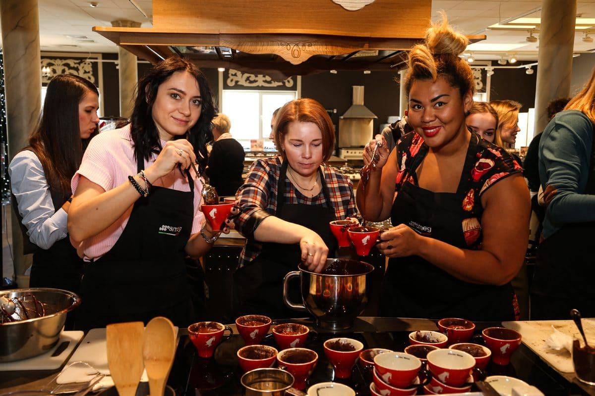 16 декабря в шоу-руме Smeg состоялся кулинарный мастер-класс с Корнелией Манго