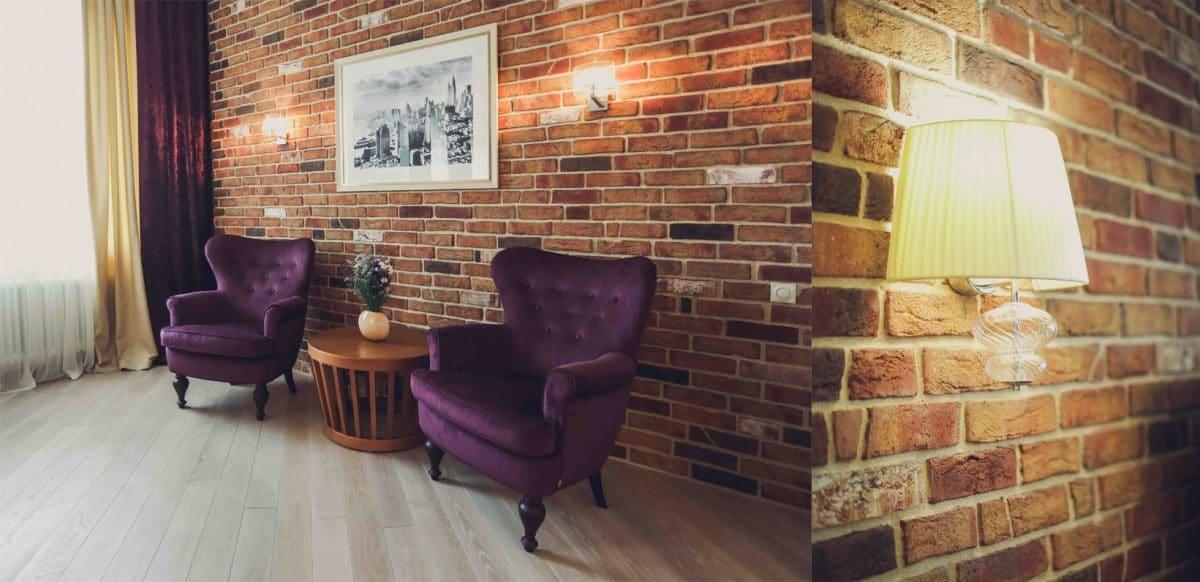 Лёгкий интерьер с кирпичной стеной