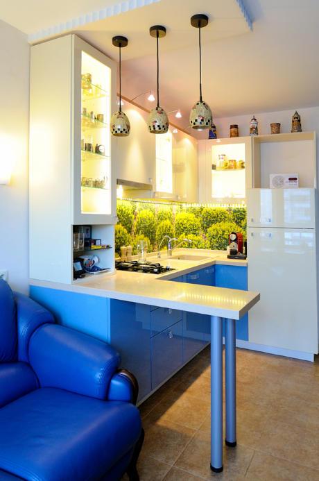Кухня/столовая в  цветах:   Светло-серый, Коричневый, Бежевый, Фиолетовый.  Кухня/столовая в  стиле:   Минимализм.