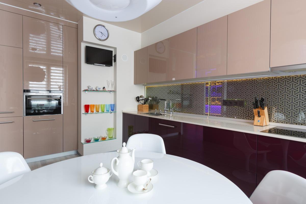 Как оформить кухонный фартук: 7 примеров от российских дизайнеров