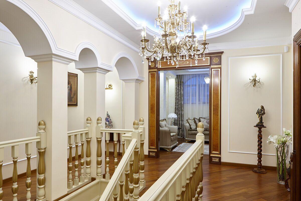 Парадная лестница на второй этаж.