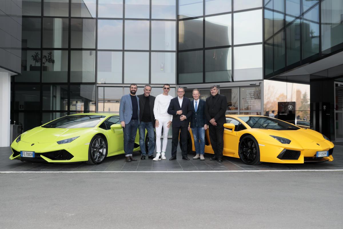 Lamborghini теперь производит не только машины, но и мебель