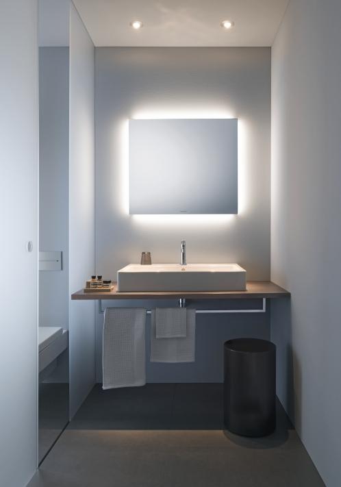 Ванная в  цветах:   Светло-серый, Серый, Фиолетовый.  Ванная в  стиле:   Минимализм.