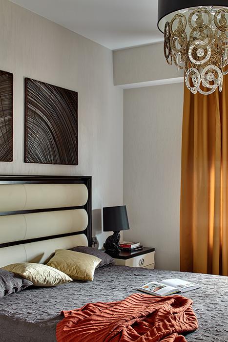 Спальня в  цветах:   Бежевый, Бордовый, Коричневый, Светло-серый, Темно-коричневый.  Спальня в  стиле:   Минимализм.