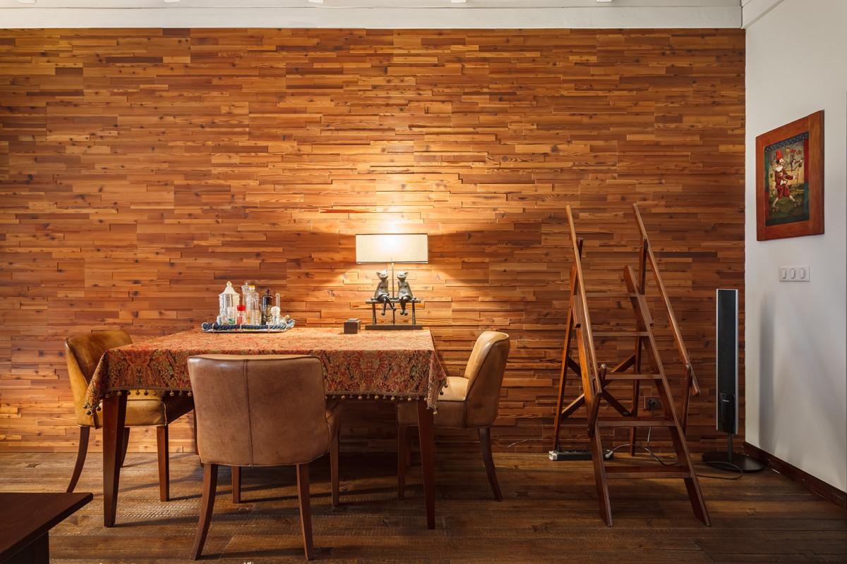 Стена облицована деревянными панелями производства Admonder.