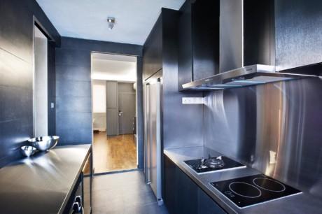 Кухня/столовая в  цветах:   Бирюзовый, Оранжевый, Светло-серый, Фиолетовый.  Кухня/столовая в  стиле:   Минимализм.