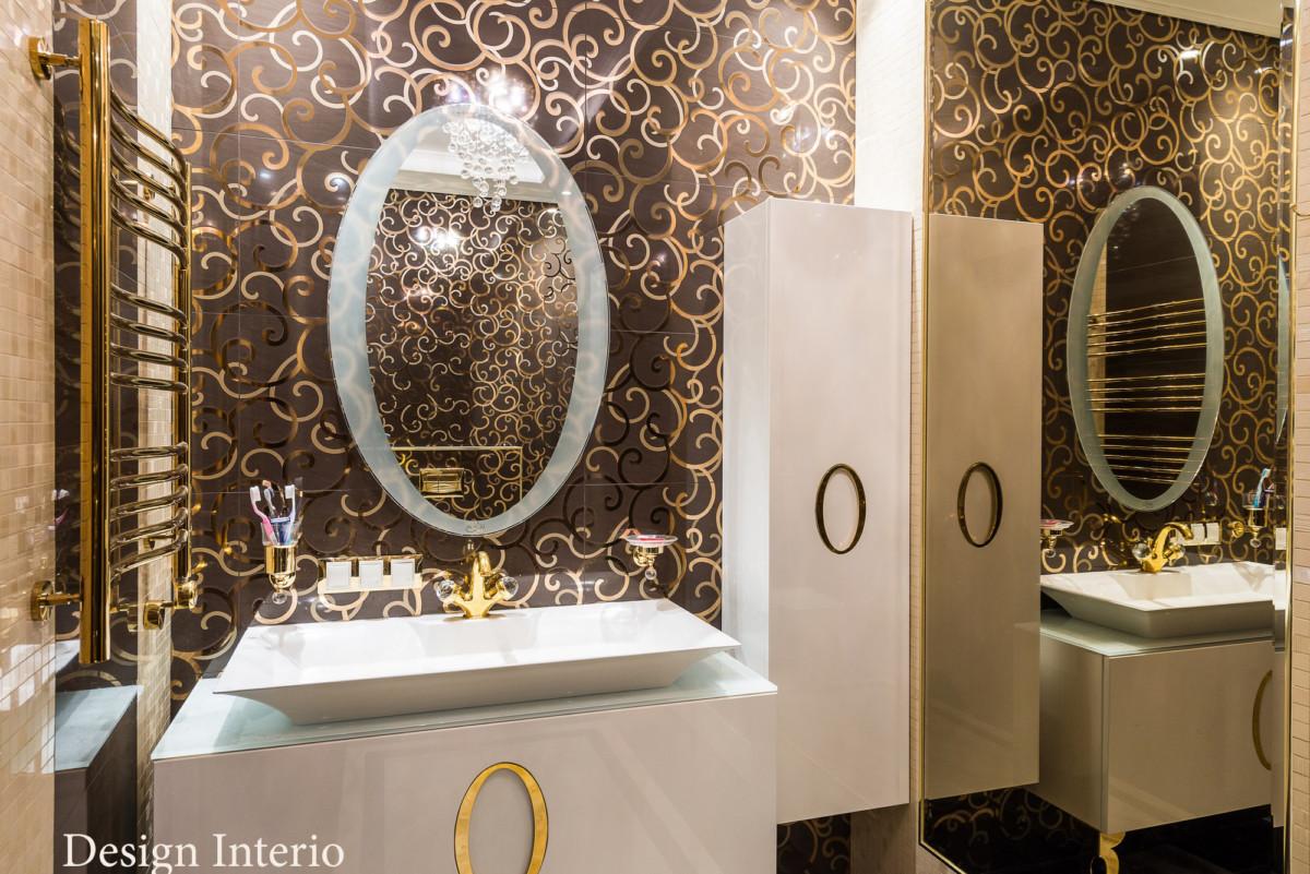 Стены туалетной комнаты отделаны керамогранитом компании Atlas Cancord. Сантехника итальянской фабрики Migliori.