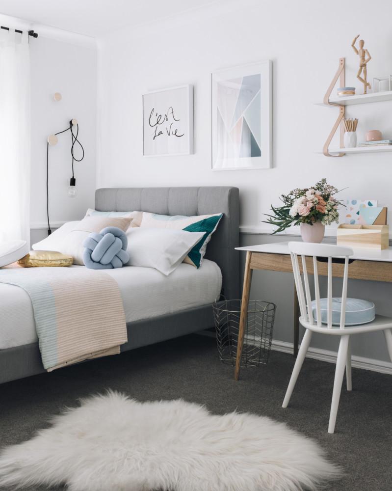 Спальня в  цветах:   Бежевый, Коричневый, Светло-серый, Серый.  Спальня в  стиле:   Скандинавский.