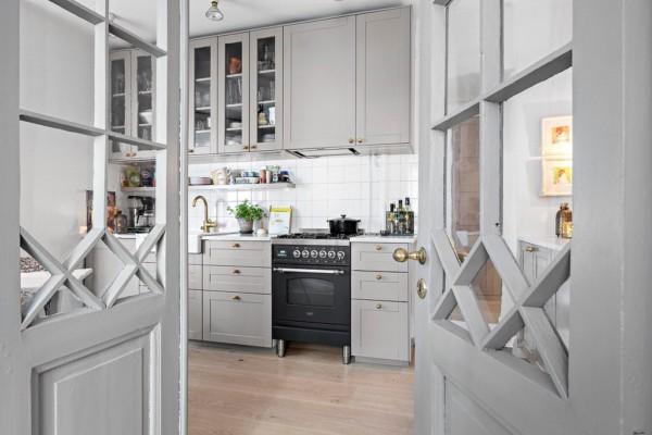Кухня/столовая в  цветах:   Бежевый, Светло-серый, Серый, Темно-коричневый, Фиолетовый.  Кухня/столовая в  .