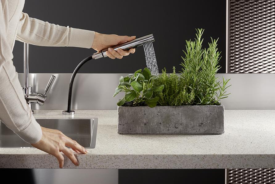 Как мыть овощи и мясо на кухне
