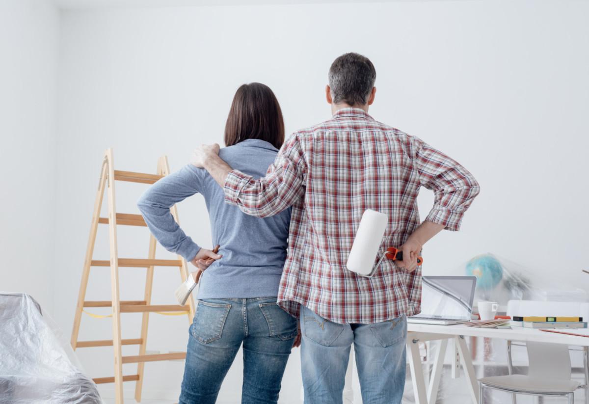 Как правильно выкрасить потолок своими руками: 10 шагов