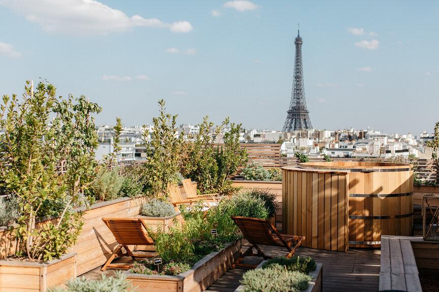 Авангардный отель в Париже от Филиппа Старка: рядом с Эйфелевой башней и Триумфальной аркой