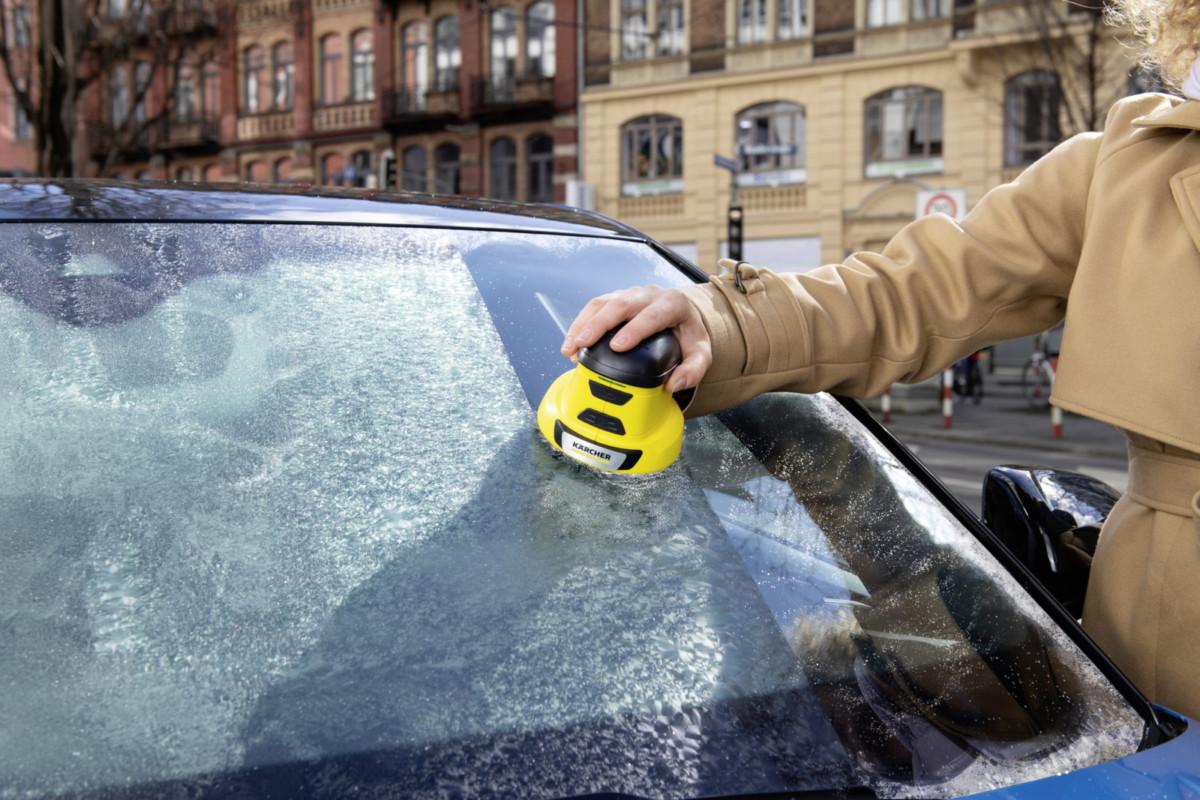 Что поможет удалить лёд с автомобиля