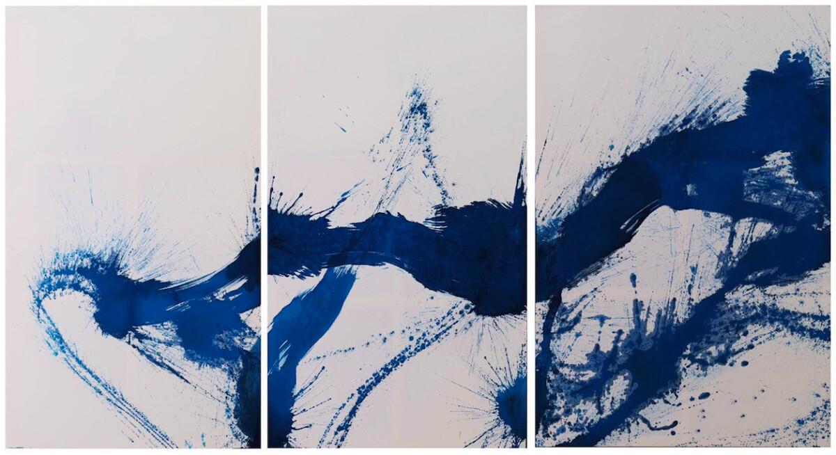 9 сентября стартовала выставка «Out of the Blue. Каллиграфическое путешествие в мир Alcantara»