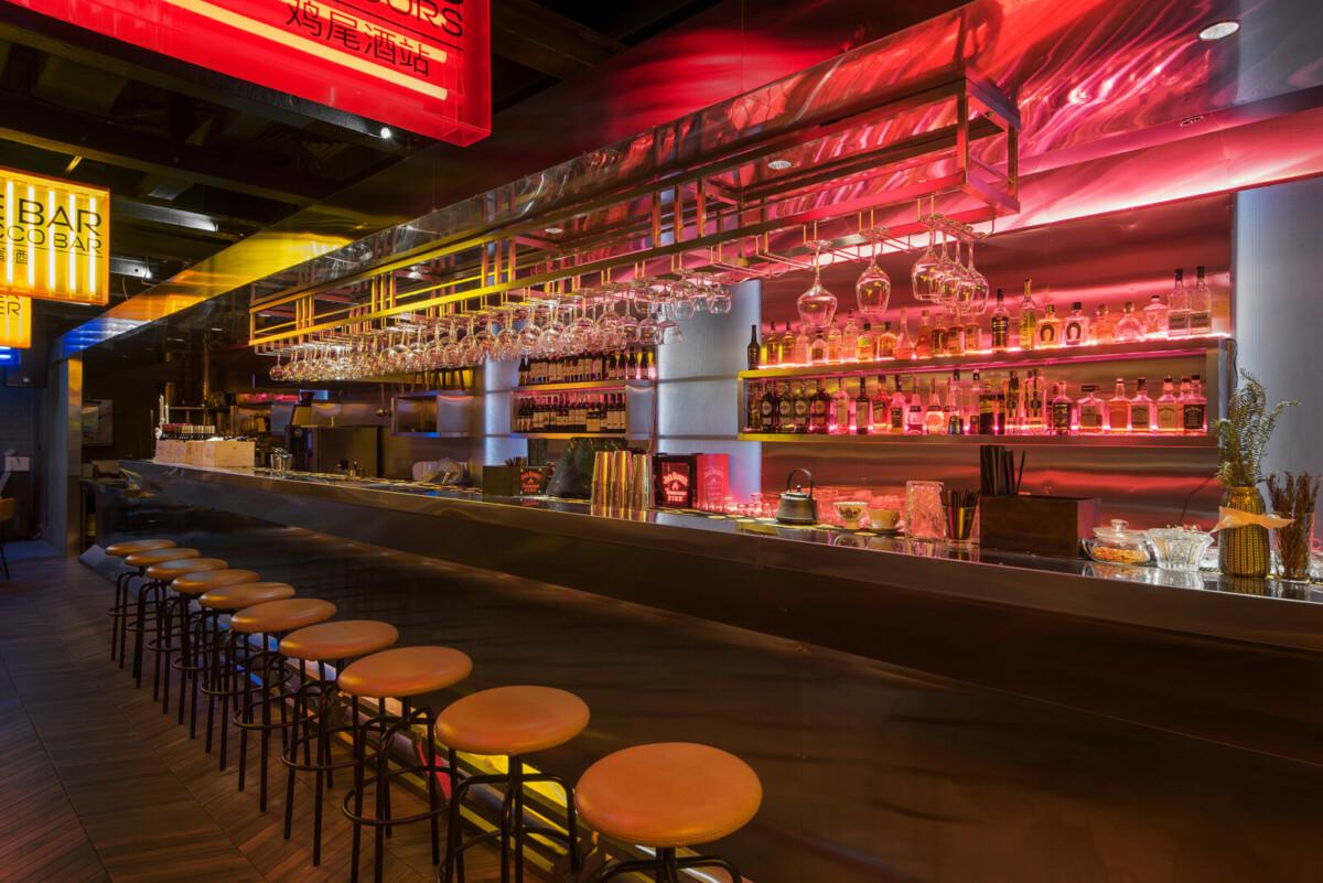 В «Депо» открылся бар «Проходное место»