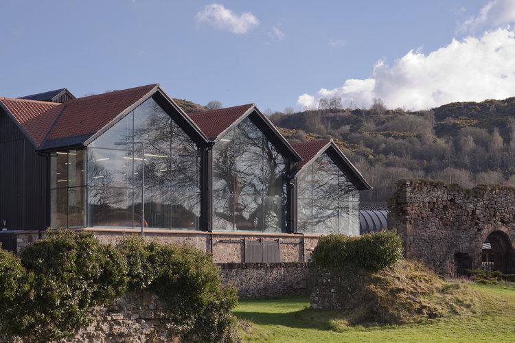 Как выглядит здание завода по производству виски Lindores Abbey Distillery